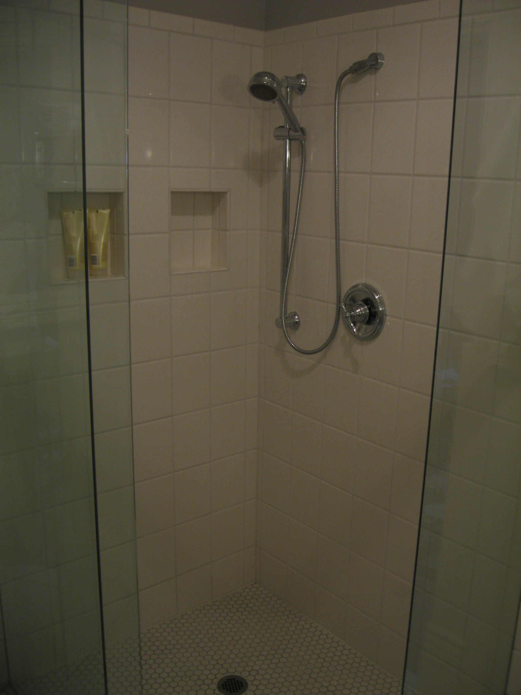 BATHROOMS IMG 1210