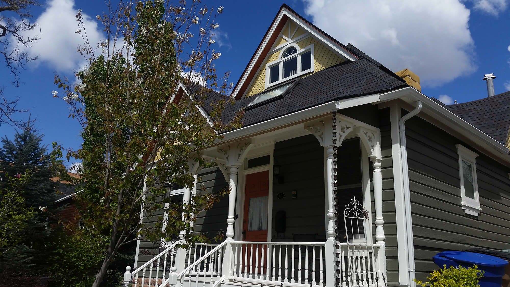 Using existing woodwork and features old house care for Features of old houses